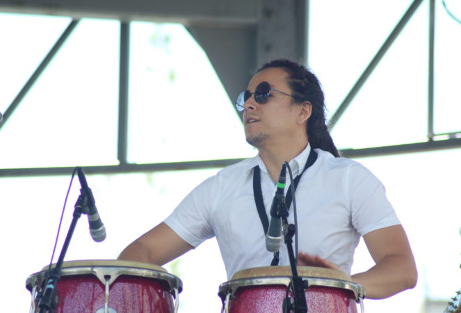 Photo Edgar playing congas